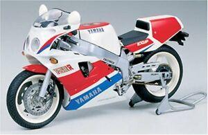 1-12-Moto-Serie-FZR-750R
