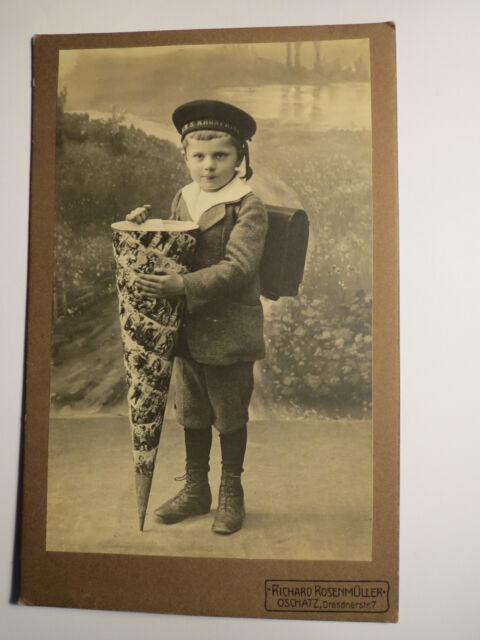 Oschatz - stehender Junge Schüler mit Schultüte Ranzen Mütze SMS Kronprinz / KAB
