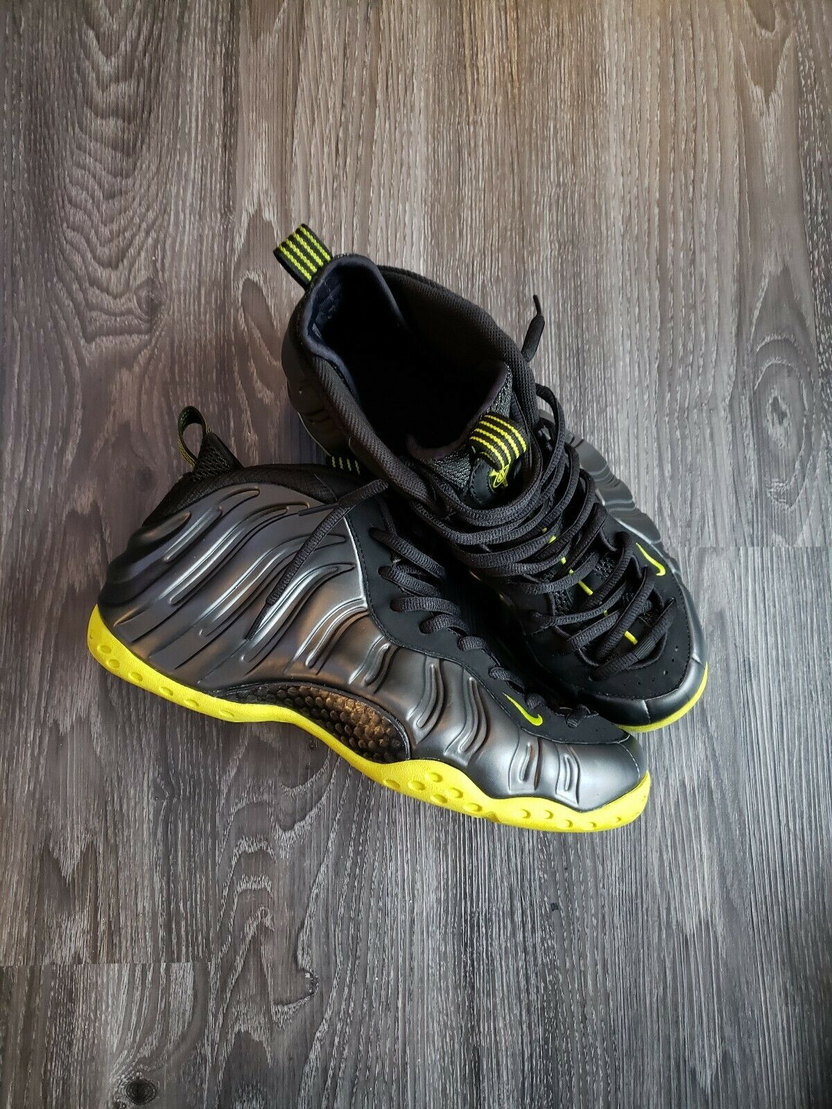 Nike Air Foamposite One Black Bright Cactus shoes Size 12  In very good conditi