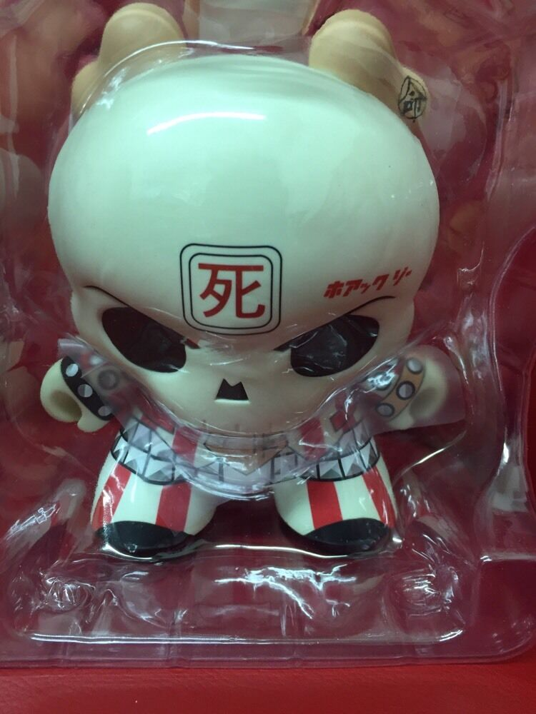 Kidrobot 8  Huck Gee Skullhead Dunny NIB (C5)