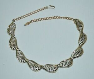 Vintage-gold-tone-articulated-necklace-probably-Coro