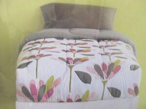 Room-Essentials-Reversible-Comforter-XL-Twin-NEW