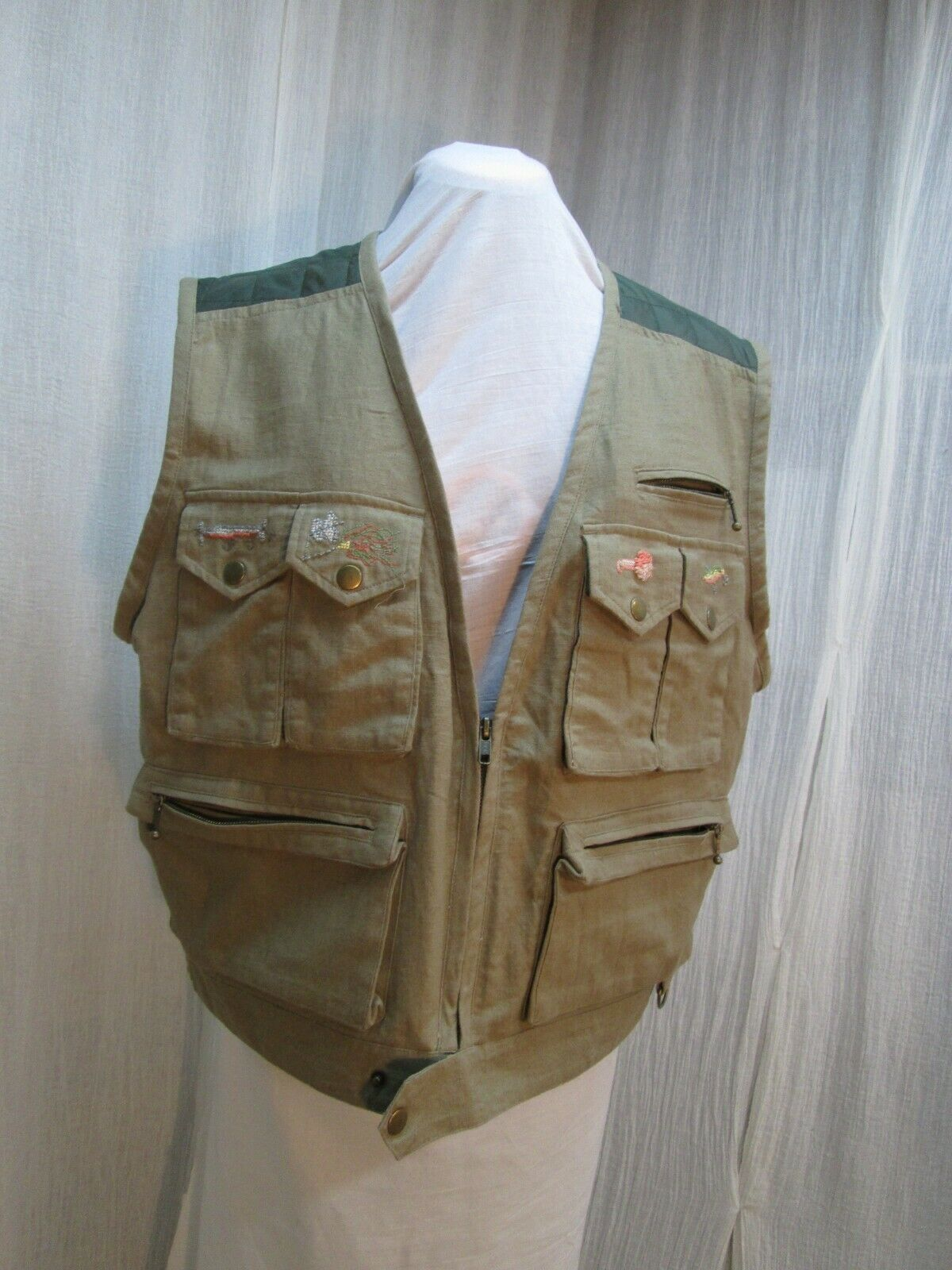 Fly Fishing  Vest Embroidered Flies 44 Chest Linen Cotton Quilted New Travel  v42  outlet online store