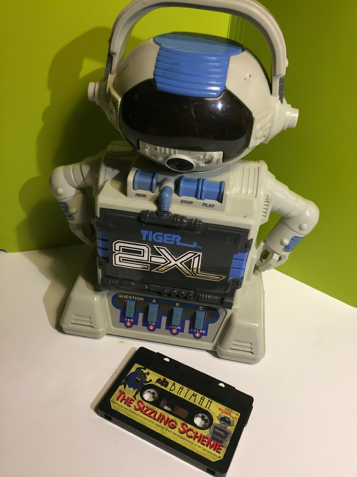 Vintage 1992 TIGER 2-XL Talking Interactive Cassette Tape Robot + BATMAN TAPE