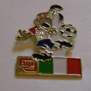WORLD-CUP-94-USA-SOCCER-ITALY-FLAG-STRIKER-MASCOT-FUJI-vintage-pin-badge-Z8J