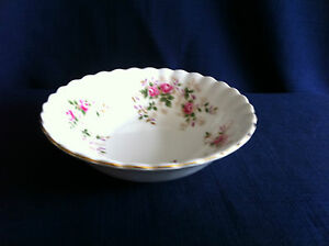Royal-Albert-Lavender-Rose-5-1-4-034-fruit-bowl-very-minor-scratches