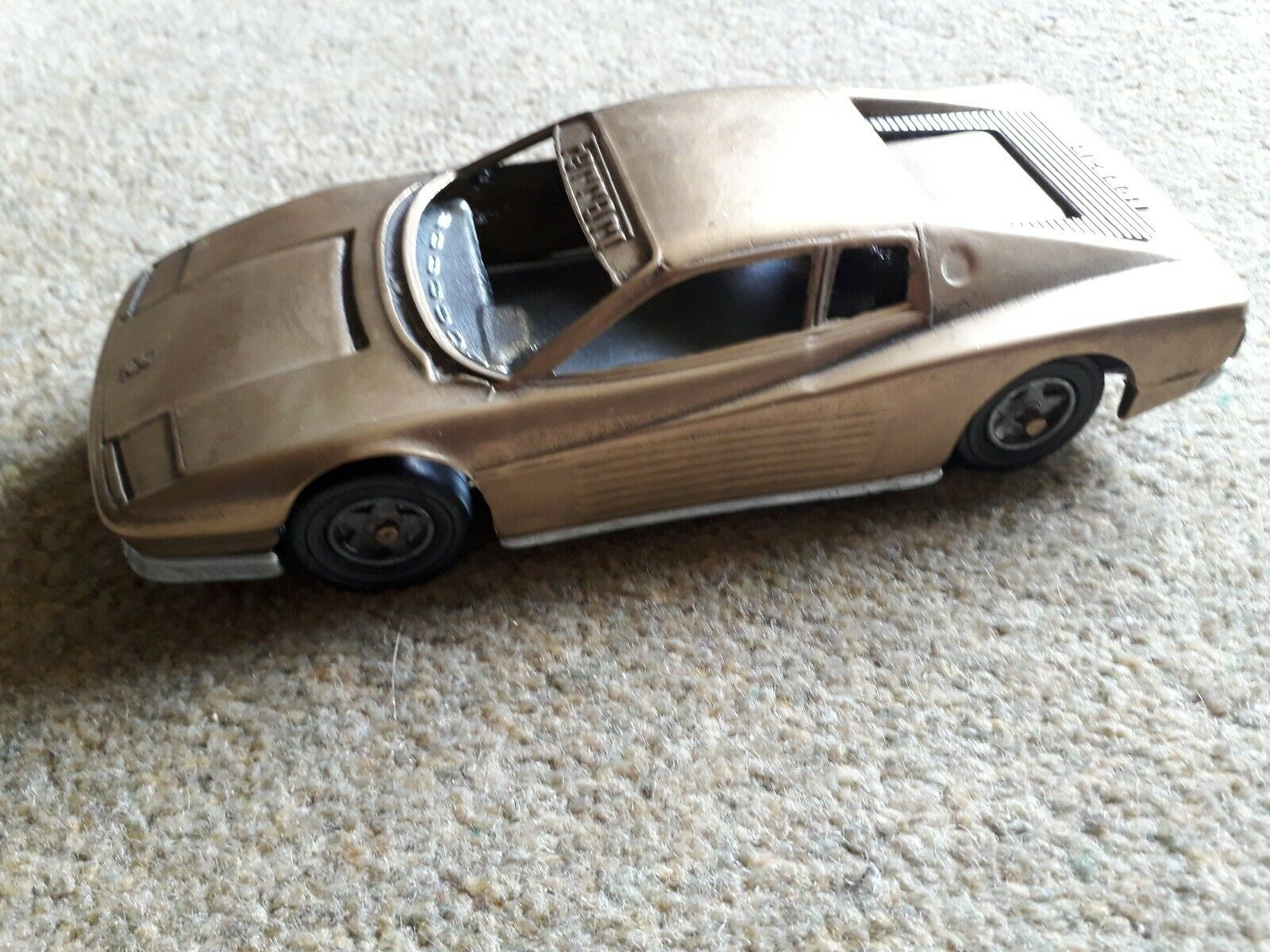 SPLENDIDA FAL IN OTTONE MODELLO Diecast FERRARI TESTAROSSA 1984 auto  RARO  MADE ITALIA