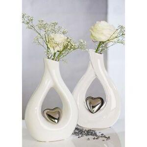 vase 39 herz 39 skulptur vase wei mit herz silber keramik hochzeit deko h 26cm neu ebay. Black Bedroom Furniture Sets. Home Design Ideas