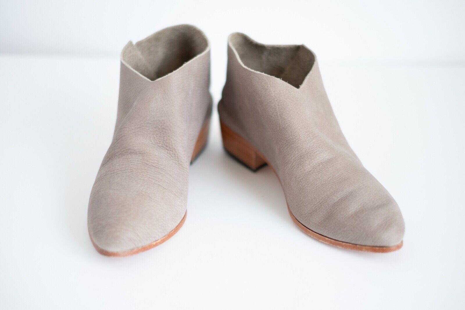 Elizabeth Suzanne Suzi Boot Womens Size 35 New with Box and Dustbag Limestone
