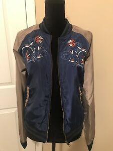 NWT-Romeo-and-Juliet-Couture-Navy-Embroidered-Floral-Bomber-Jacket-Size-Large