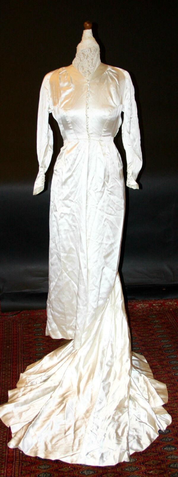 EXCEPTIONAL WEDDING GOWN. COUTURIER HANDMADE. SATIN SILK. FRANCE. CIRCA 1945