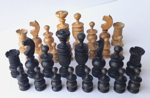 Chess Game in the Box Wood Handmade around 1890 1900 Al1210