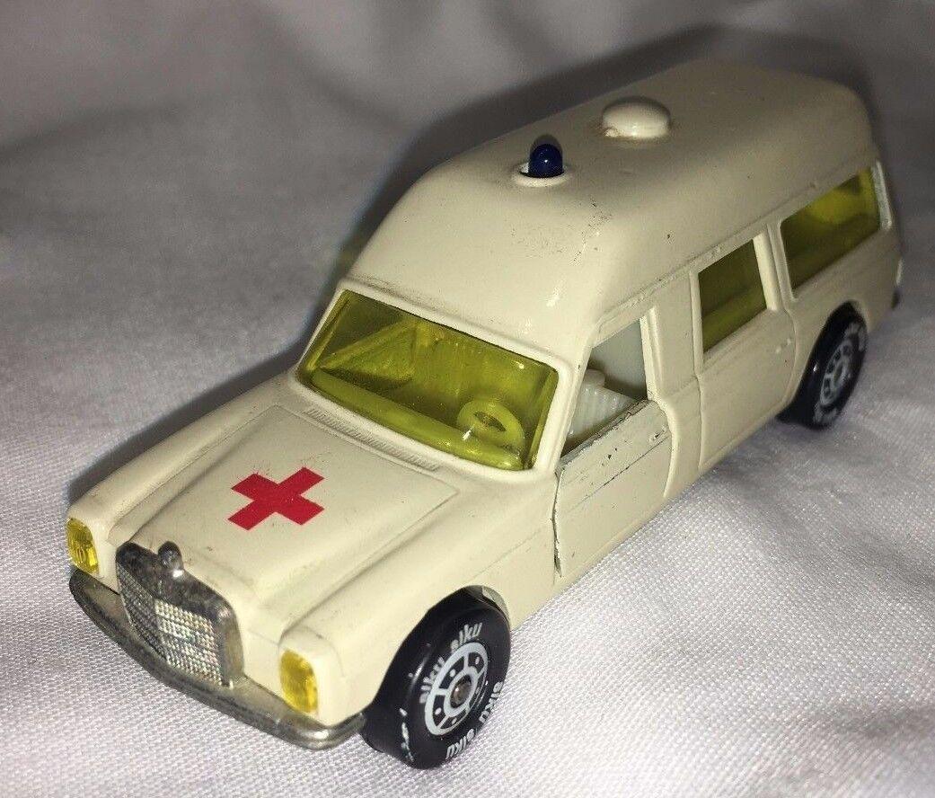 SIKU v306 Binz-Ambulance Europ 1200 L