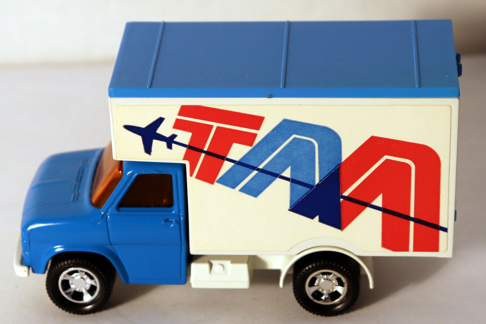 DTE LESNEY MATCHBOX SUPERKINGS SK-29 TAA Blau CAB FORD DELIVERY TRUCK