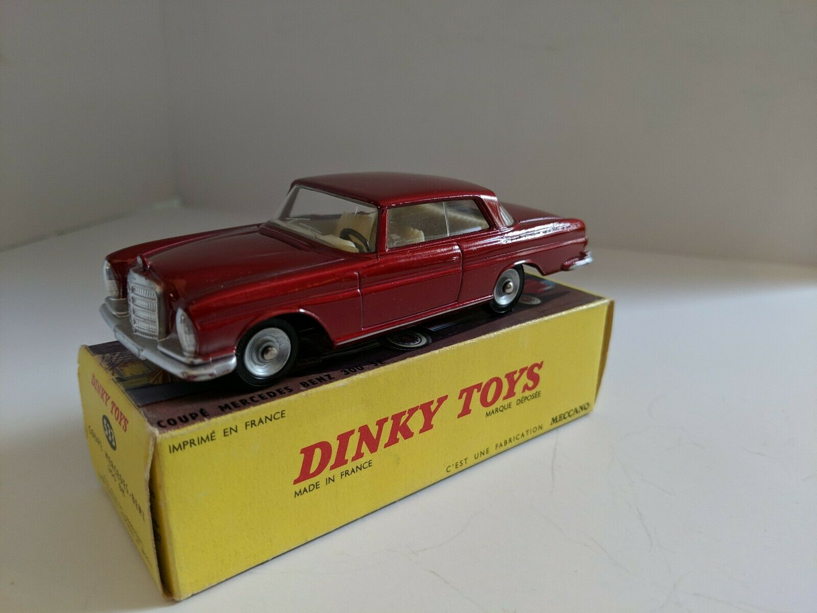 DINKY TOYS 533 MERCEDES BENZ 300SE avec boite, 1963-70 Comme neuf Original Made in France