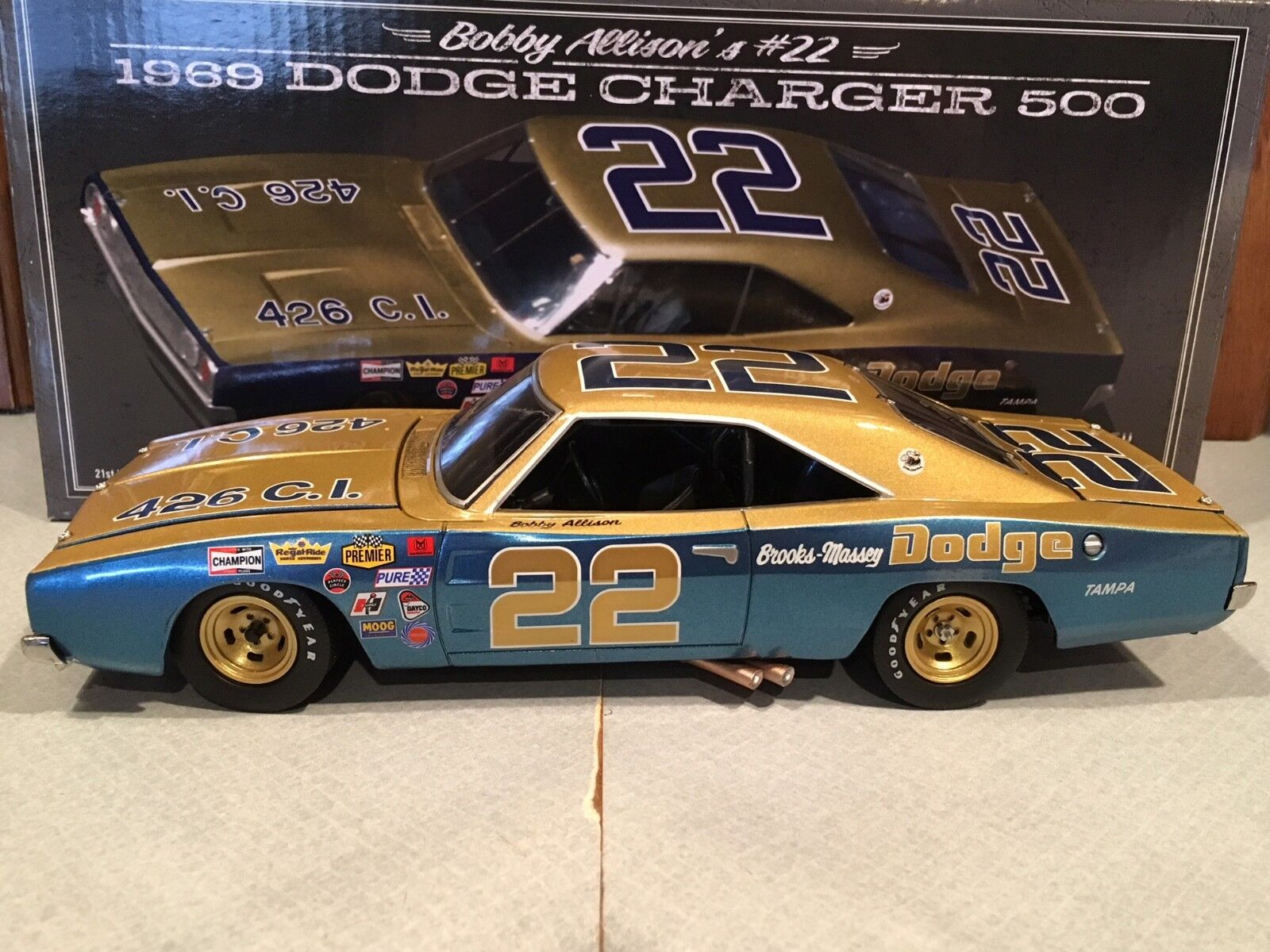 University of Racing 1969 Bobby Allison  22 Dodge Chargeur  500 1 24  confortable
