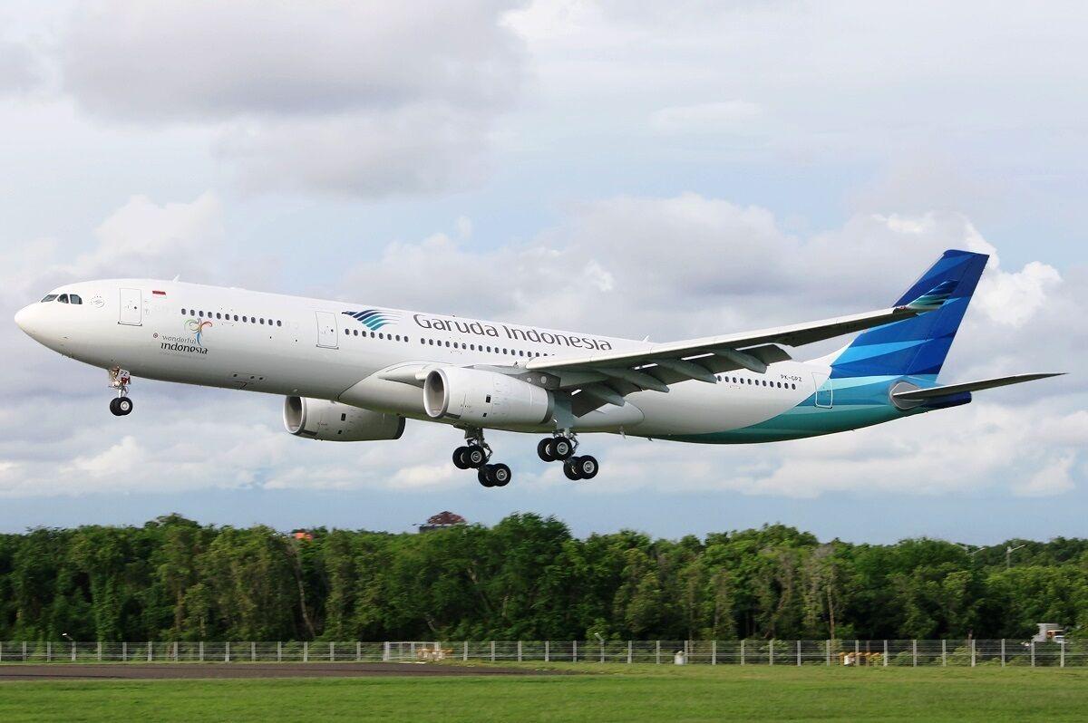 JFOX JFA330006 1 200 GARUDA INDONESIA A330-343 PK-GPZ WITH STAND