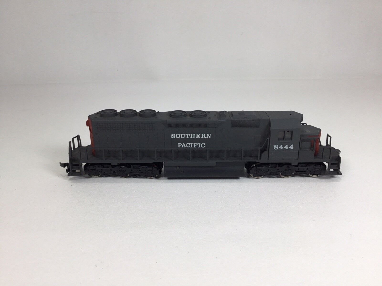HO Scale AHM Rivarossi Southern Pacific SD40 Engine With Box EUC