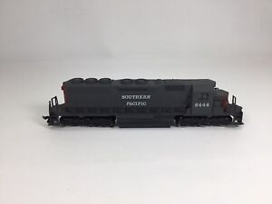 HO-Scale-AHM-Rivarossi-Southern-Pacific-SD40-Engine-With-Box-EUC