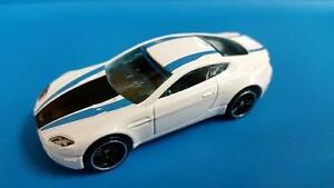 2016 Hot Wheels #56 HW Mild to Wild Aston Martin V8 Vantage white