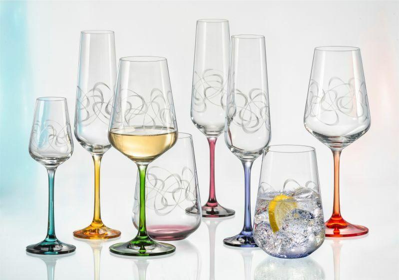 Des coupes, des verres de vin, liqueur verres, Bohemia CRISTAL, Ornements Couleuré pied