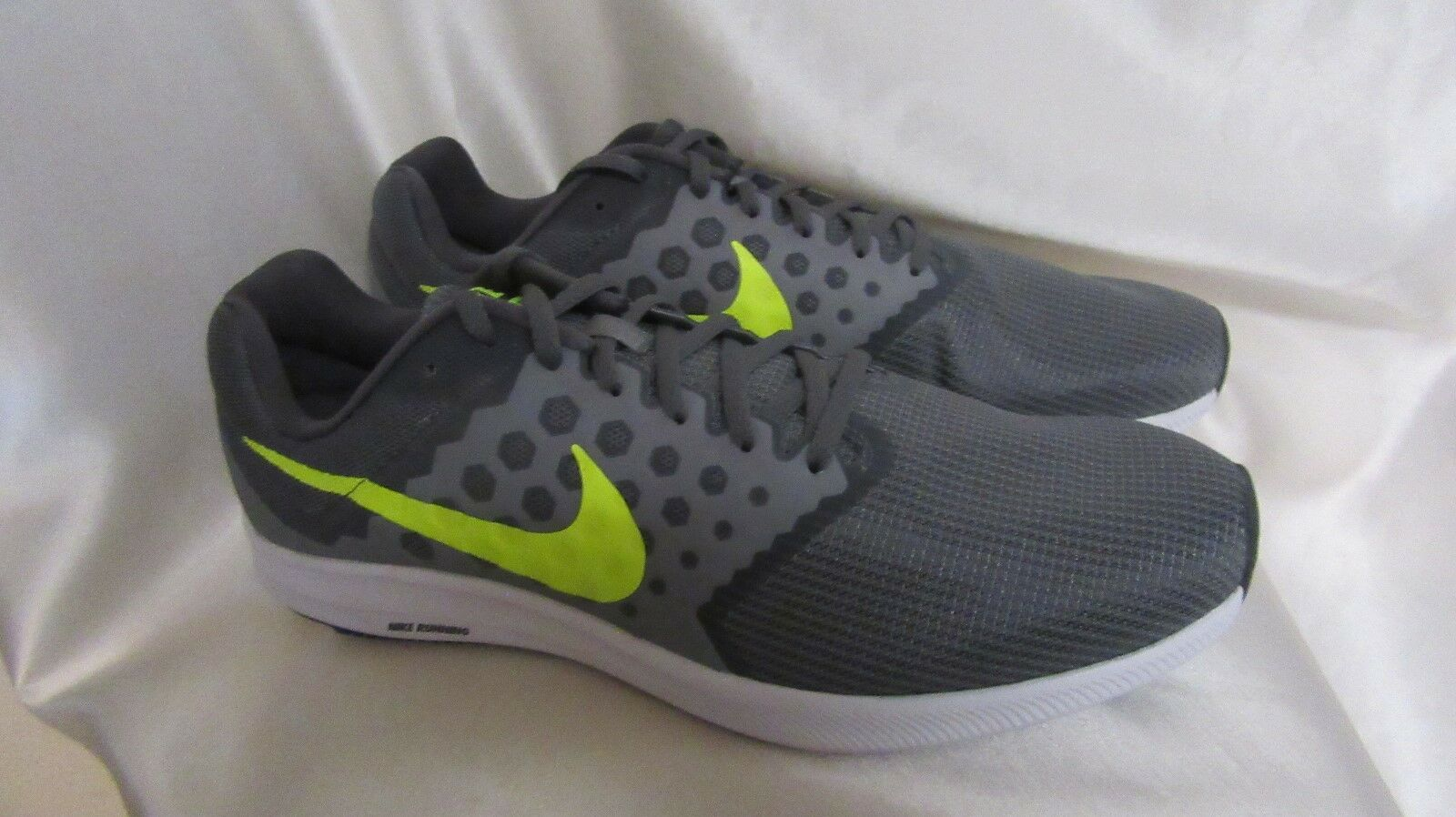 MEN`S NIKE DOWNSHIFTER 7 ATHLETIC SNEAKERS SIZE 13M NEW COOL GREY