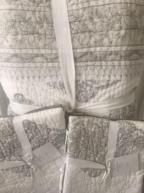 Pottery Barn Mya Block Print Cotton King Quilt 2k Shams