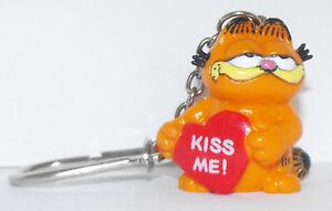 Garfield-with-Heart-Key-Chain-KISS-ME-GARF055