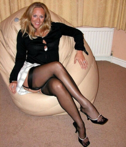 Busty Cougar Stocking Legs Mature Pro Pic Pantyhose Wife Adult 4x6 Photo877