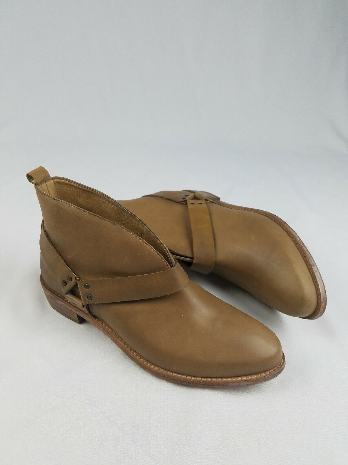 Koolaburra Santa Barbara women 10 tan harness buckle Dame booties
