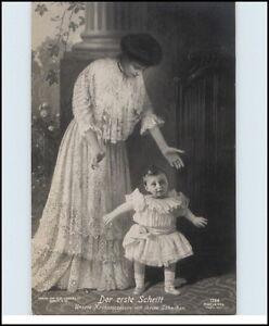 Adel-amp-Monarchie-Echtfoto-AK-1910-034-der-1-Schritt-034-Kronprinzessin-mit-Soehnchem