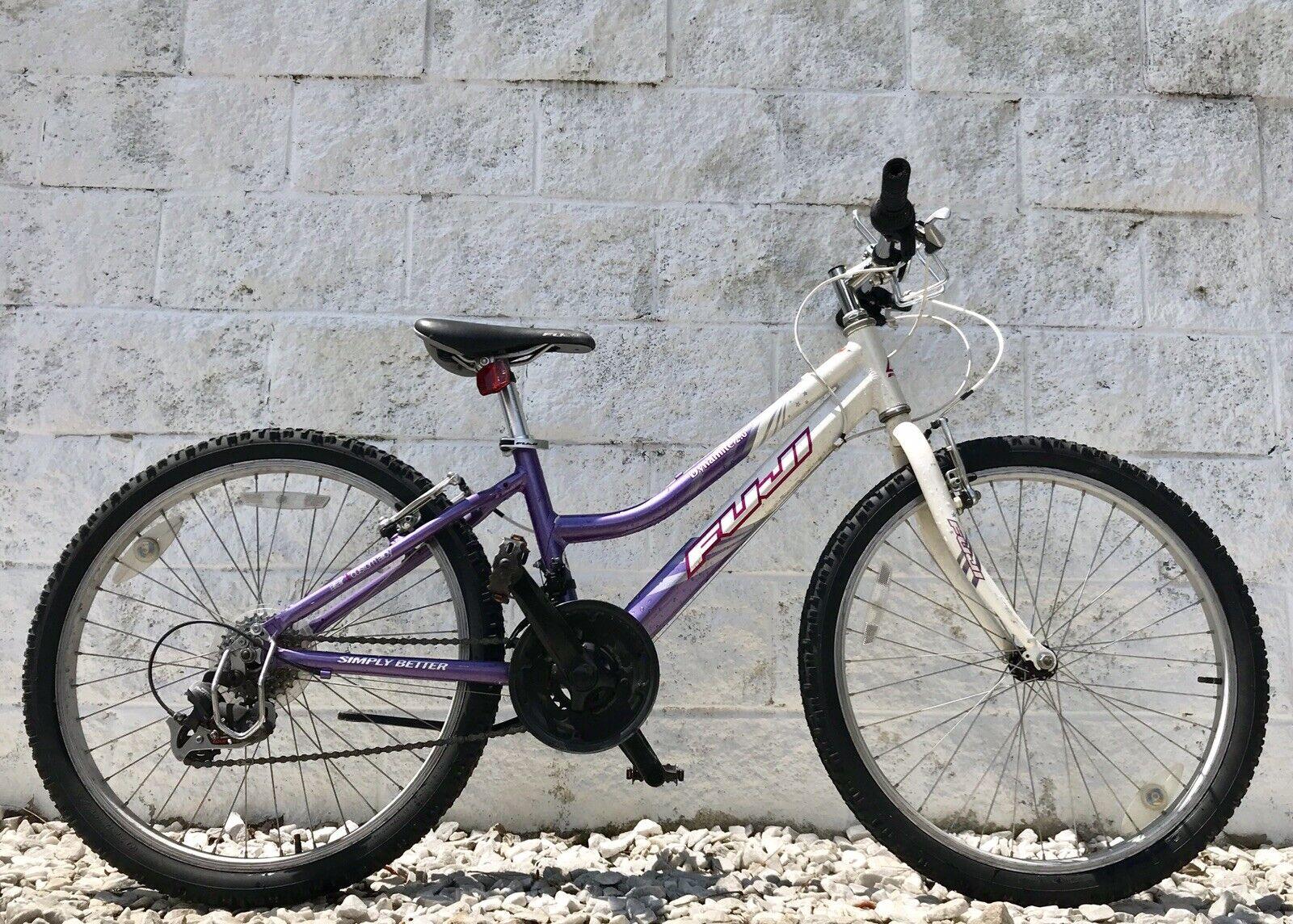 Fuji dinámico 2.0 21 velocidades 13  bici de la Juventud con gripshifters  Bonito