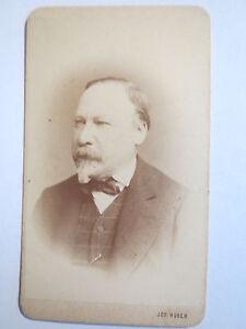 Wien-Mann-mit-Bart-im-Anzug-Portrait-CDV