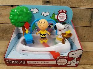 Peanuts Ice Skating Rink Toy or Display Snoopy Woodstock Charlie Brown