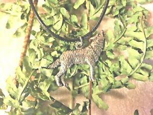 Pendentif-loup-hurlant-n-1-cordon-noir-de-45-cm