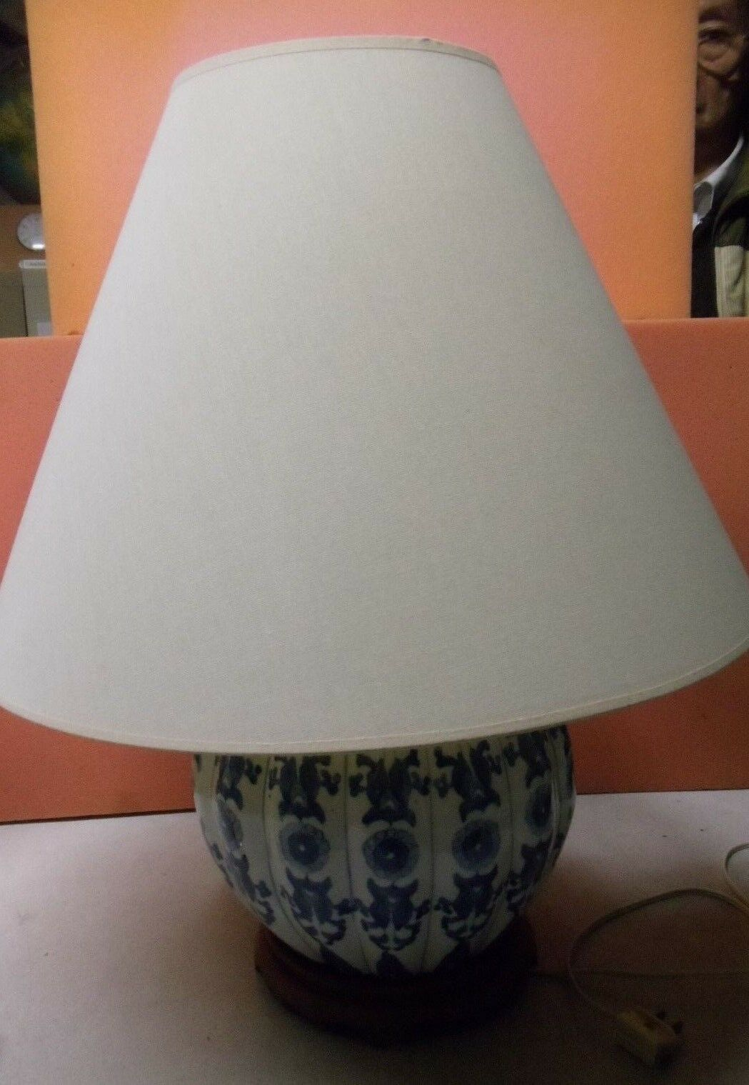 Vintage Porcelain Round Blau and Weiß Vase Shape Table Lamp by O'Marco