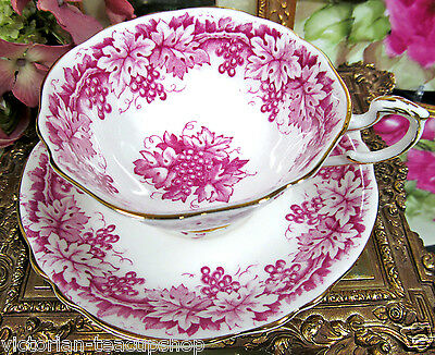 PARAGON TEA CUP AND SAUCER PINK MAUVE COLOR & GRAPES *VINES TEACUP THICK GOLD