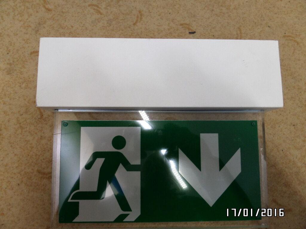 BNT LB2-230-E-LED1W RettungszeichenLeuchte Piktogramm FluchtwegKennzeichnung | Niedriger Preis
