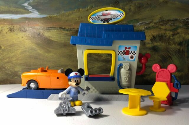 Mickey Mouse and the Roadster Racers mechanic car garage pit stop playset