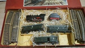 Marklin-echelle-ho-coffret-1-locomotive-130-et-tender-3-voitures-et-rails