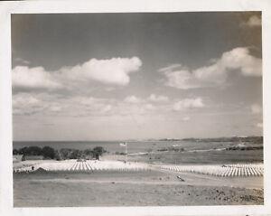 1945-WWII-GI-039-s-Okinawa-Photo-3-US-cemetery