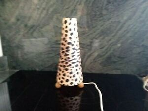 SûR Lampe De Chevet Un BoîTier En Plastique Est Compartimenté Pour Un Stockage En Toute SéCurité