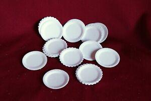 Additional Item P/&P FREE Dolls House Miniature 20 White//Blue Paper Plates DD146