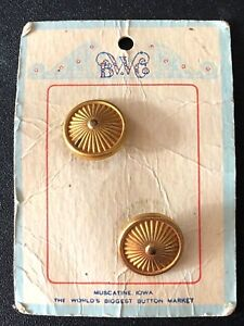 "VINTAGE 2 GOLD 3/4"" BUTTONS BWC ORIGINAL CARD ROUND"
