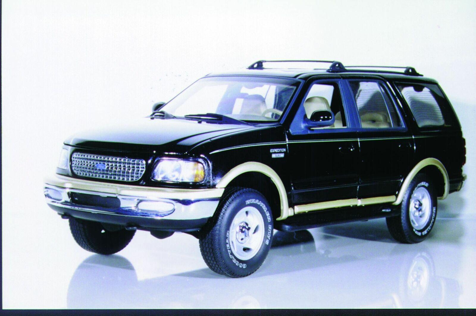 1 18 UT modelloS Ford Expedizione Eddie Bauer NERO, BLU, ROSSO, argento Nuovo di zecca con scatola