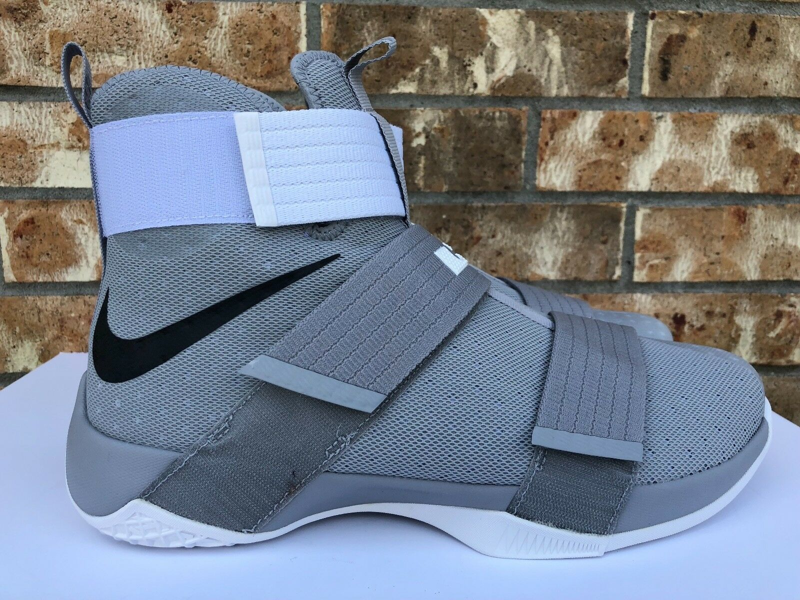 Hommes 10 Nike LeBron Soldier X 10 Hommes TB Promo Basketball Chaussures Wolf Gris 856489-002 d9b472