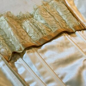Lightly-boned-Ivory-Corset-W-Golden-Trim-amp-Lace-Bust-Size-38