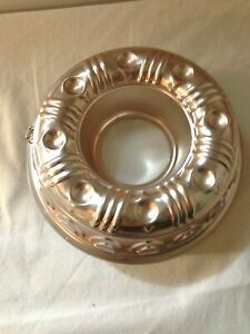 Vintage-Copper-color-Aluminum-Jello-Bundt-Cake-Mold-Kitchen-Wall-Hanging-country