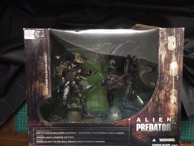 McFarlane  Movie uomoiacs  Series 5  Alien & Prossoator feature film cifras