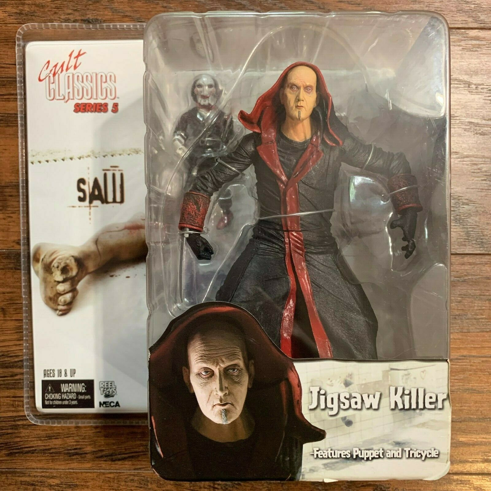 Cult classeis Series Series Series 5 Saw -Jigsaw Killer With Puppet e Tricycle NECA Reel giocattoli cdfcca